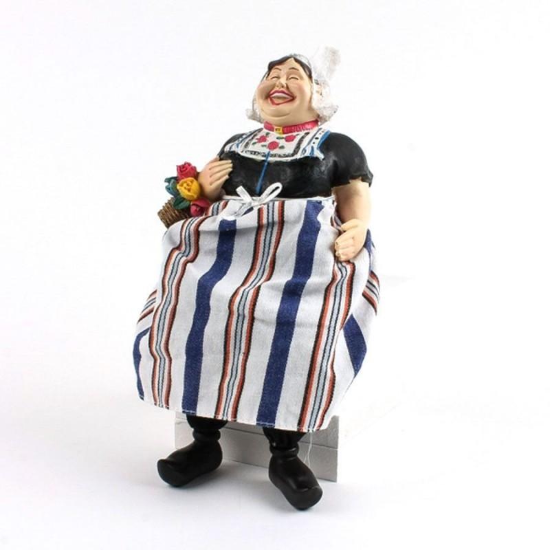 Traditionele Vrouw - Bungelbenen - 24cm