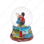 Holland Kussend Paar - Sneeuwbol 6.5cm