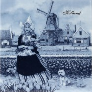 Girl in Tulip fields - Tile 15x15cm - Delft Blue